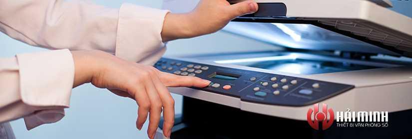 han-che-nhin-vao-den-thuy-ngan-may-photocopy